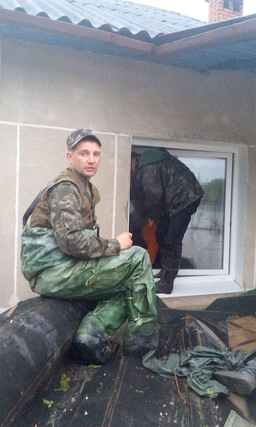 Допоможемо усім Львовом: до евакуації потерпілих від негоди долучились львівські військові (ФОТО), фото-1