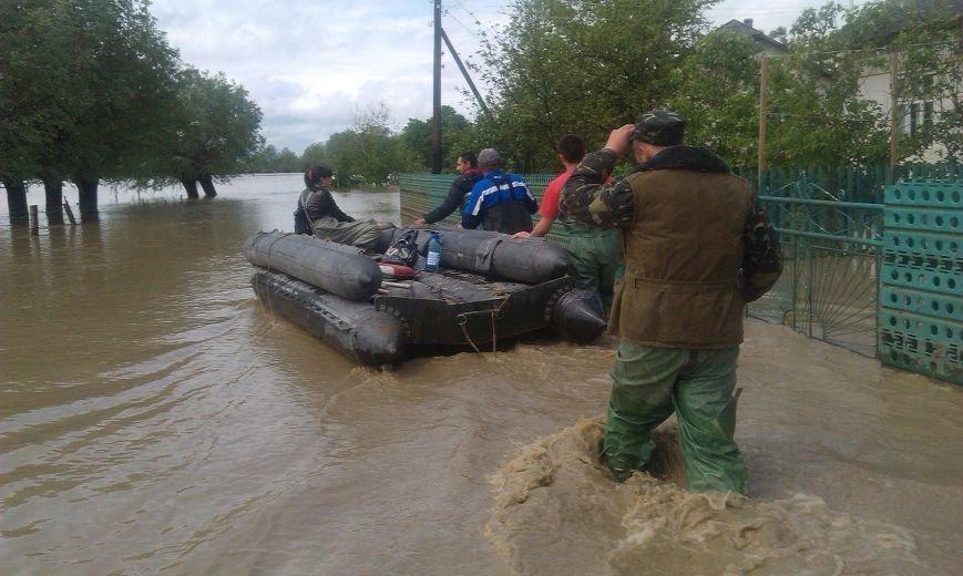 Допоможемо усім Львовом: до евакуації потерпілих від негоди долучились львівські військові (ФОТО), фото-7