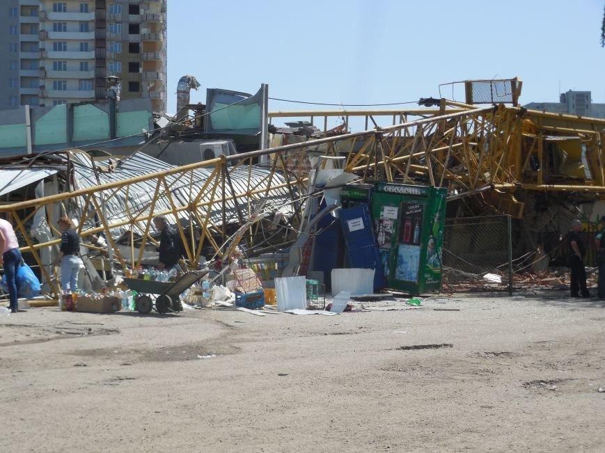 В Харькове упал строительный кран. Есть погибшие, фото-1