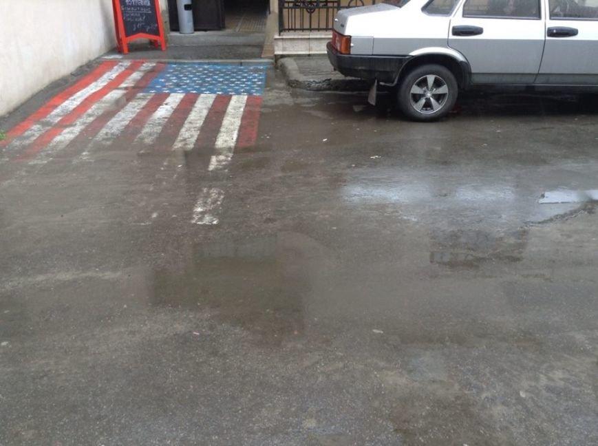 У Львові витирають ноги об прапор США (ФОТО), фото-1