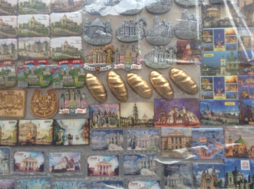 У Львові продають золотий батон та комічні зображення Путіна (ФОТО), фото-3