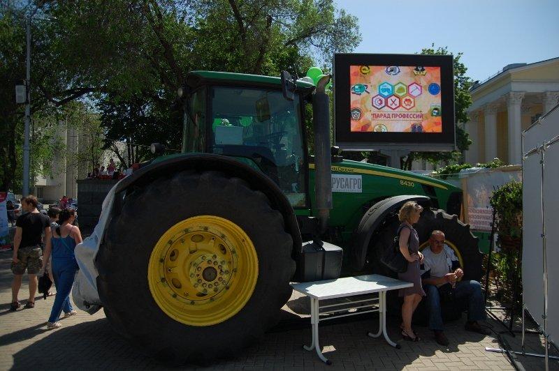 «Парад профессий» в Белгороде: Поросята и тракторы на Соборной площади, фото-7