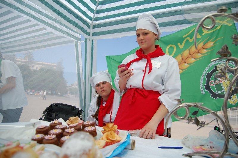 «Парад профессий» в Белгороде: Поросята и тракторы на Соборной площади, фото-5