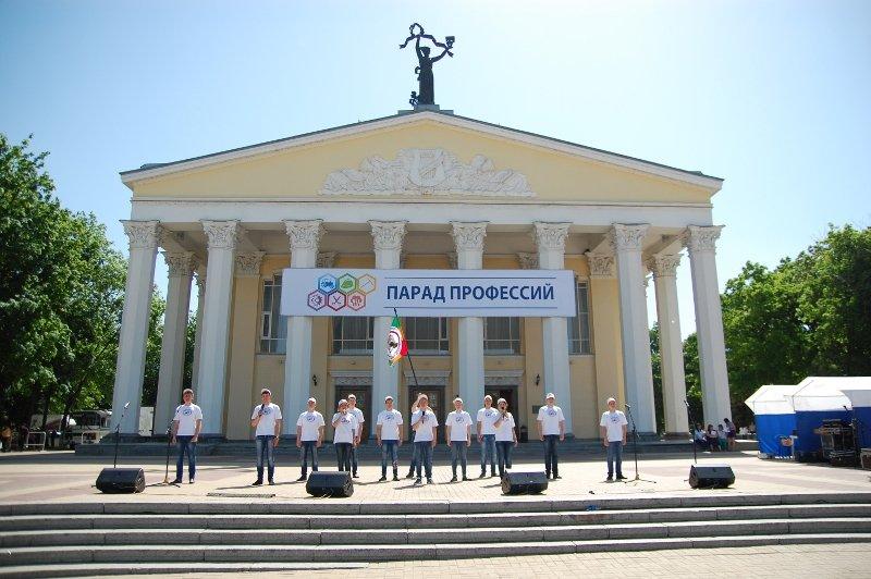«Парад профессий» в Белгороде: Поросята и тракторы на Соборной площади, фото-1
