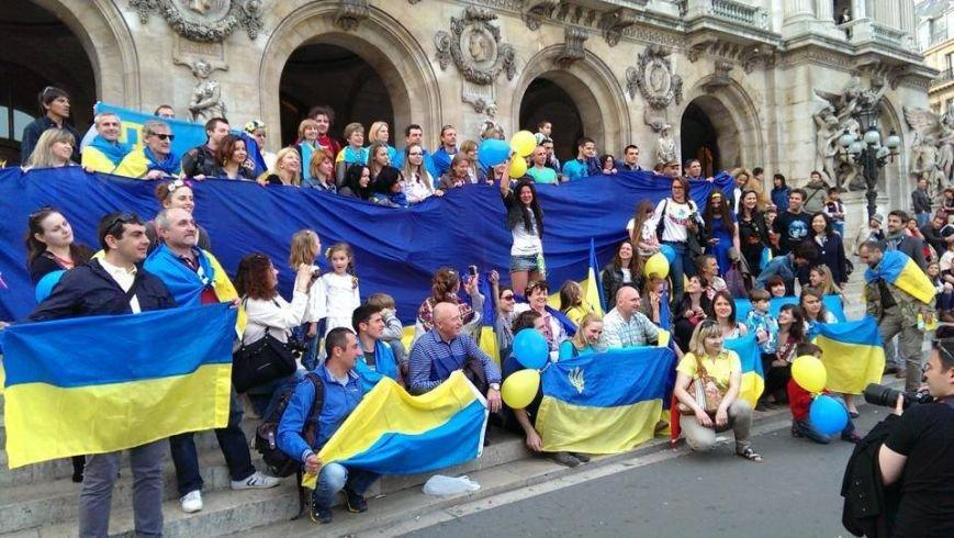 У Парижі росіяни показали «фак» львівській активістці Руслані (ФОТО), фото-2