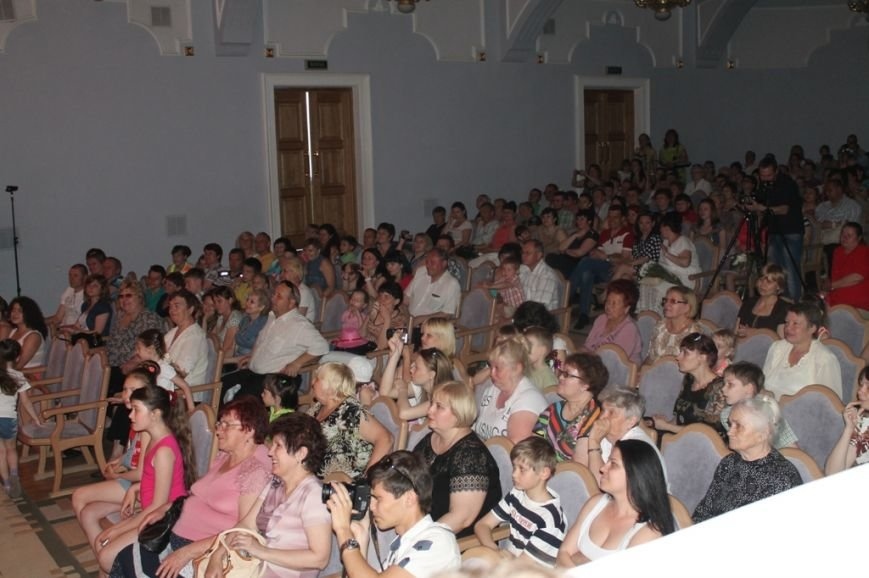 На юбилейном вечере артемовские «Непоседы» собрали полный зал (ВИДЕО), фото-6