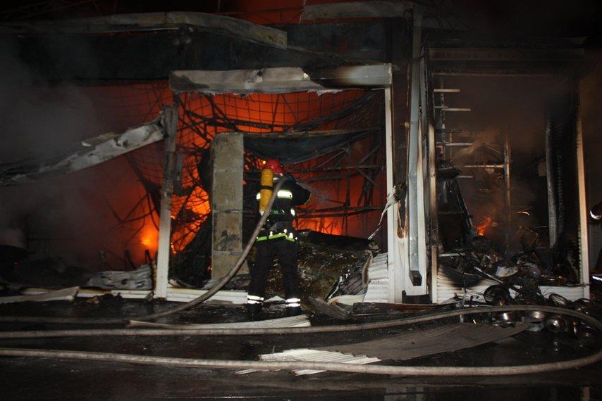 В Кировограде ночью горел рынок (фото, видео), фото-1