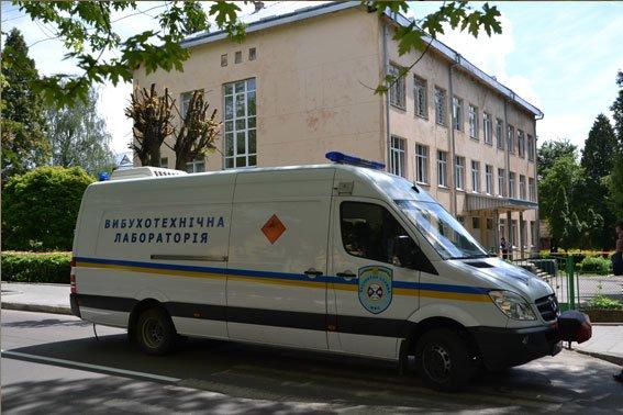 Зі школи евакуювали 597 учнів та 33 вчителя, а вибухівку ніде не знайшли (ФОТОРЕПОРТАЖ), фото-2