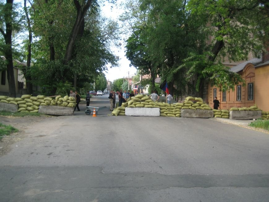 В Мариуполе активисты ДНР перегородили проезд по ул. Греческой (ФОТО), фото-3