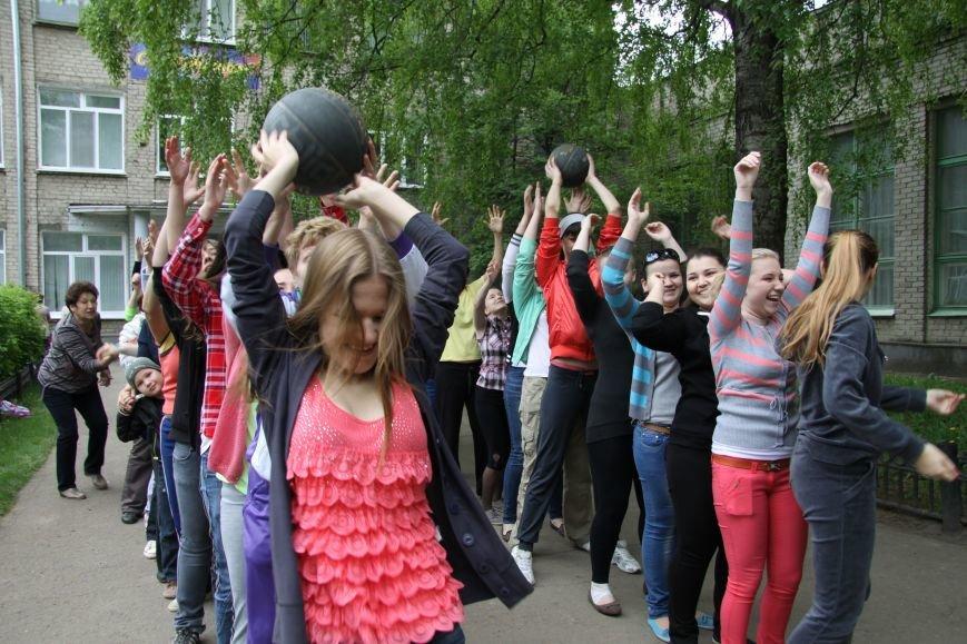 В Ульяновске субботник начался со спортивной разминки, фото-1