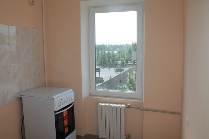 Пора встречать новоселье: в Артемовске отремонтировали квартиру для ребенка, лишенного родительской опеки, фото-7