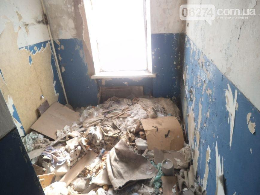 Пора встречать новоселье: в Артемовске отремонтировали квартиру для ребенка, лишенного родительской опеки, фото-2