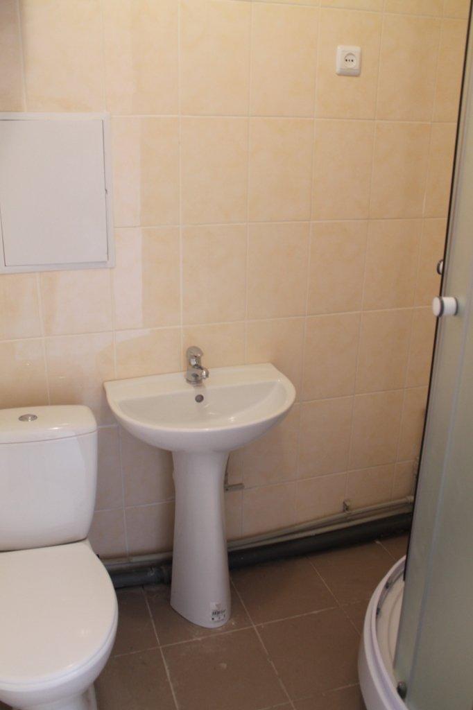 Пора встречать новоселье: в Артемовске отремонтировали квартиру для ребенка, лишенного родительской опеки, фото-9