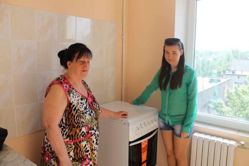 Пора встречать новоселье: в Артемовске отремонтировали квартиру для ребенка, лишенного родительской опеки, фото-1