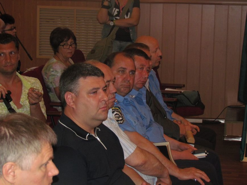 В Мариуполе сессия горсовета сорвана. Депутаты разошлись (ВИДЕО), фото-3