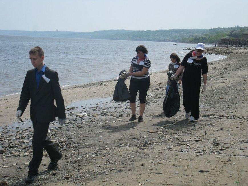 В Ульяновской области убрали мусор вдоль береговой линии Волги, фото-1