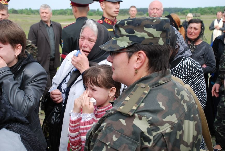 Маленькі дітки героїв не вірять, що їхній тато більше ніколи не повернеться (ФОТОРЕПОРТАЖ), фото-17