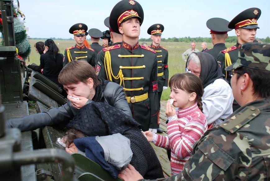 Маленькі дітки героїв не вірять, що їхній тато більше ніколи не повернеться (ФОТОРЕПОРТАЖ), фото-16