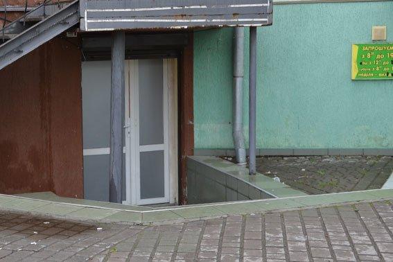 На Львівщині «накрили» казино, де чоловіки спускали усю свою зарплату (ФОТО), фото-1
