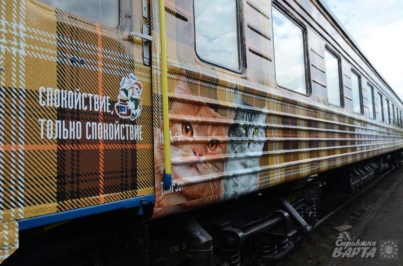 До Львова приїхав поїзд, де замість брудних простирадл є ковдри в клітинку, а на столі – печиво та цукерки (ФОТО, ВІДЕО), фото-6