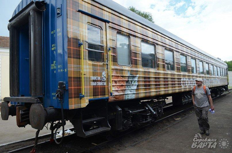 До Львова приїхав поїзд, де замість брудних простирадл є ковдри в клітинку, а на столі – печиво та цукерки (ФОТО, ВІДЕО), фото-7