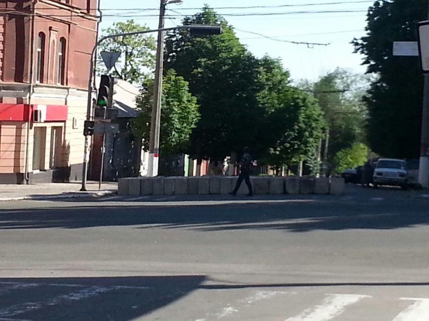 В  Мариуполе  ДНР  на ул. Греческой  усиливает свой «форт-пост» (Фотофакт), фото-1
