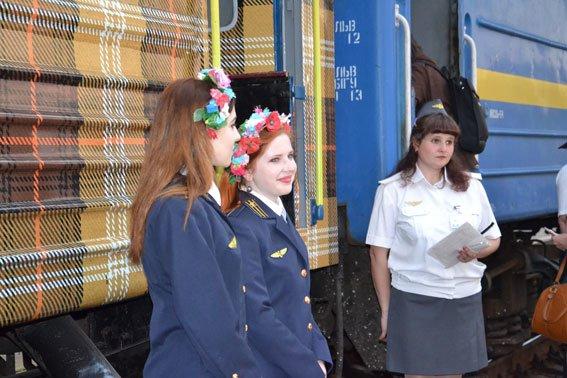 Дівчата-провідниці, які працюють у вагоні «доброти» мають інший дрес-код (ФОТО), фото-5