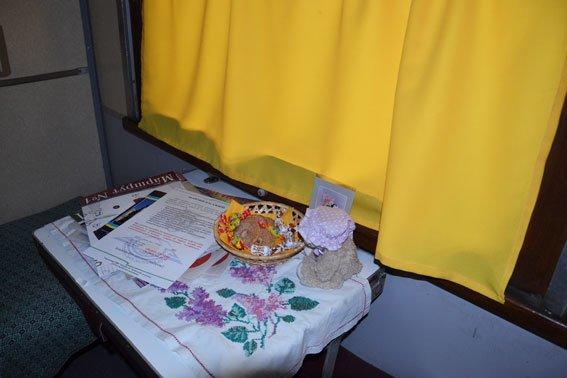 Дівчата-провідниці, які працюють у вагоні «доброти» мають інший дрес-код (ФОТО), фото-4