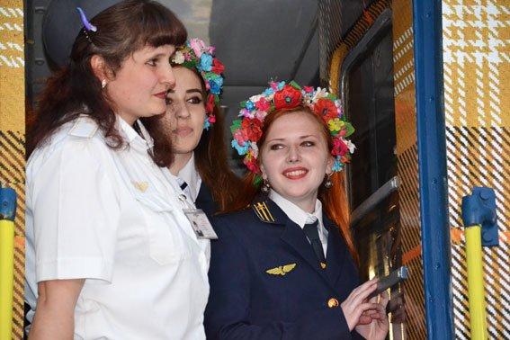Дівчата-провідниці, які працюють у вагоні «доброти» мають інший дрес-код (ФОТО), фото-3