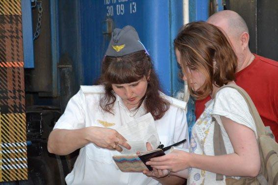 Дівчата-провідниці, які працюють у вагоні «доброти» мають інший дрес-код (ФОТО), фото-6