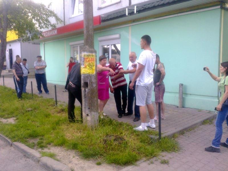 У Тернополі кривава бійка зібрала численних глядачів на «Дружбі» (фото), фото-1