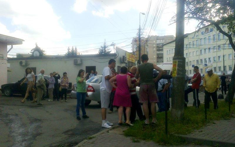 У Тернополі кривава бійка зібрала численних глядачів на «Дружбі» (фото), фото-3
