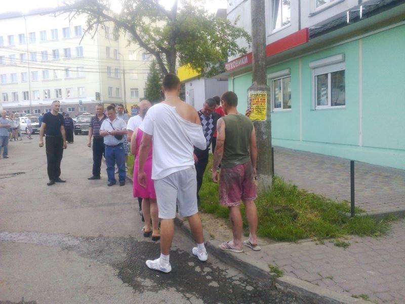 У Тернополі кривава бійка зібрала численних глядачів на «Дружбі» (фото), фото-2