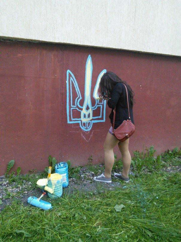 У Львові патріотичні «вандали» розмалювали Сихів у жовто-блакитні кольори (ФОТО), фото-5