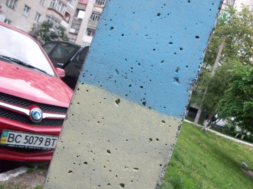 У Львові патріотичні «вандали» розмалювали Сихів у жовто-блакитні кольори (ФОТО), фото-8