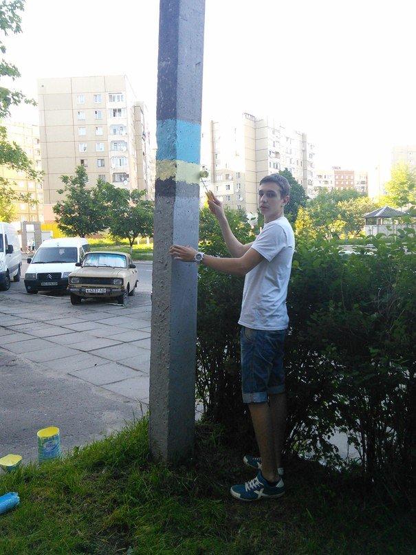У Львові патріотичні «вандали» розмалювали Сихів у жовто-блакитні кольори (ФОТО), фото-1