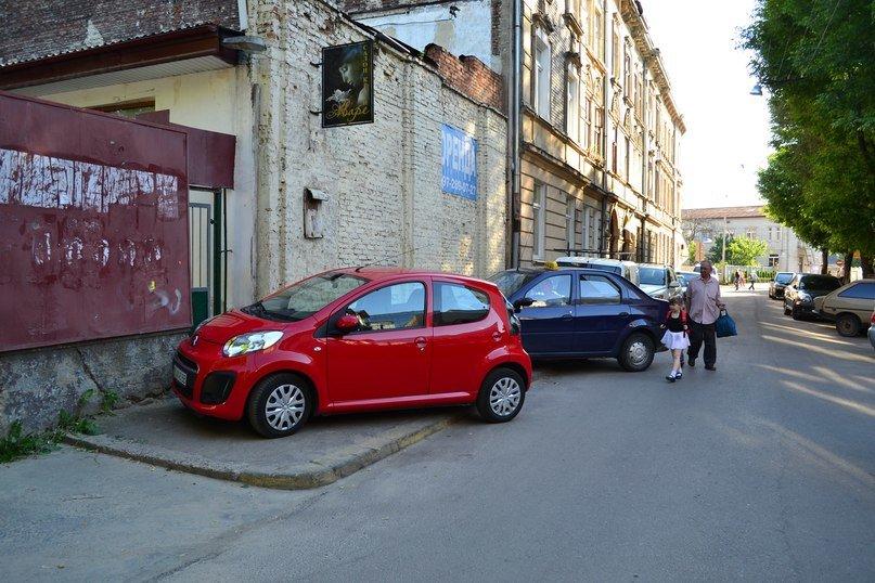 Я паркуюсь, як мудак: нова серія фотографій про винахідливих водіїв у Львові (ФОТО), фото-4
