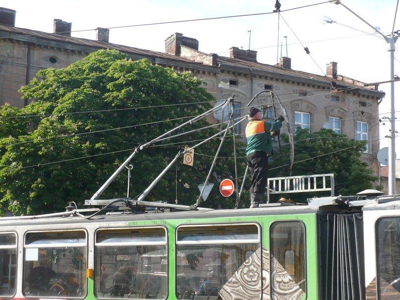 У Львові трамвай зламав собі «роги» (ФОТО), фото-2