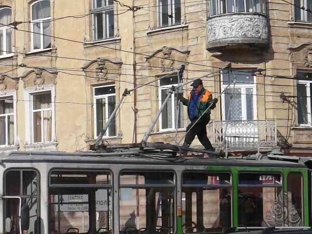 У Львові трамвай зламав собі «роги» (ФОТО), фото-4