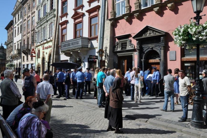 У Львові привселюдно викинули на вулицю бізнесмена з офісу, який він не бажав звільняти три роки (ФОТО), фото-4