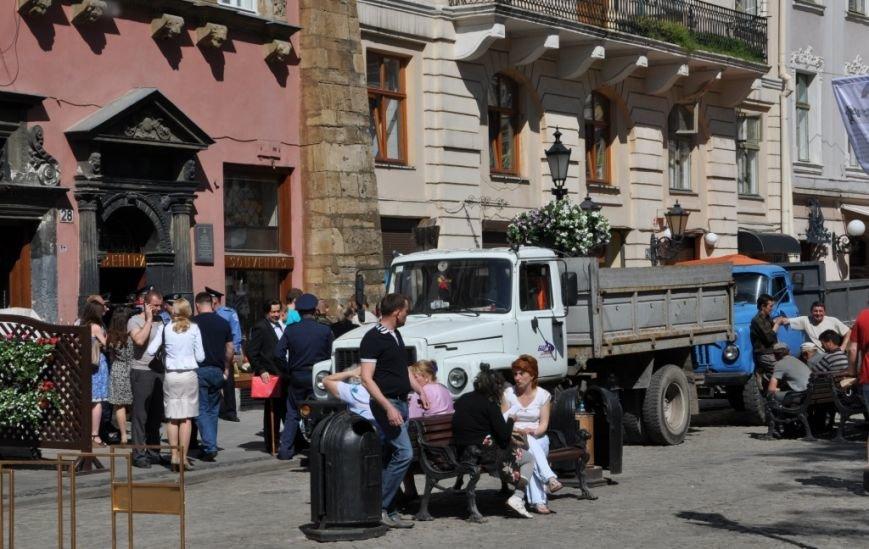 У Львові привселюдно викинули на вулицю бізнесмена з офісу, який він не бажав звільняти три роки (ФОТО), фото-6
