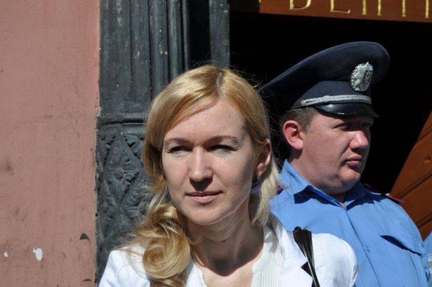 У Львові привселюдно викинули на вулицю бізнесмена з офісу, який він не бажав звільняти три роки (ФОТО), фото-5