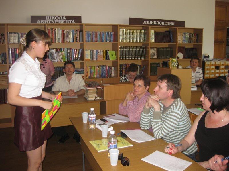 6.Бурденкова Анастасия, 9 кл. СШ 3, отвечает на вопросы жюри о своем увлечении старинным оружием