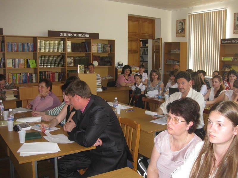 13.Члены жюри совещаются по вопросам оценки выступлений