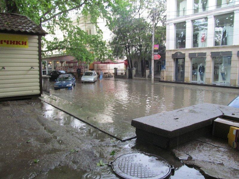 На Симферополь обрушилась непогода: город заливает дождем и засыпает крупным градом (+ФОТО, ВИДЕО), фото-3