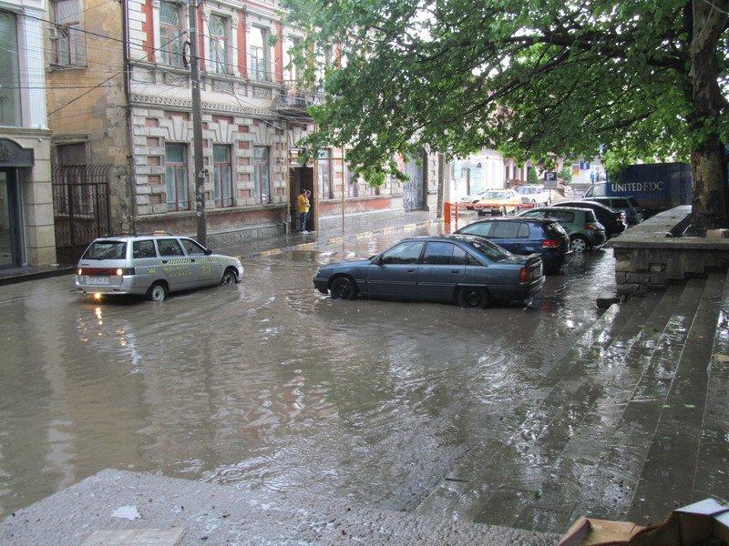 На Симферополь обрушилась непогода: город заливает дождем и засыпает крупным градом (+ФОТО, ВИДЕО), фото-1