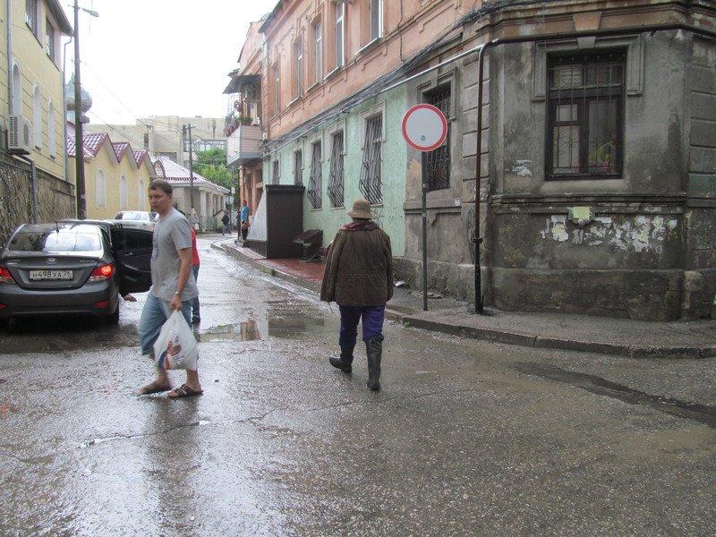 На Симферополь обрушилась непогода: город заливает дождем и засыпает крупным градом (+ФОТО, ВИДЕО), фото-6