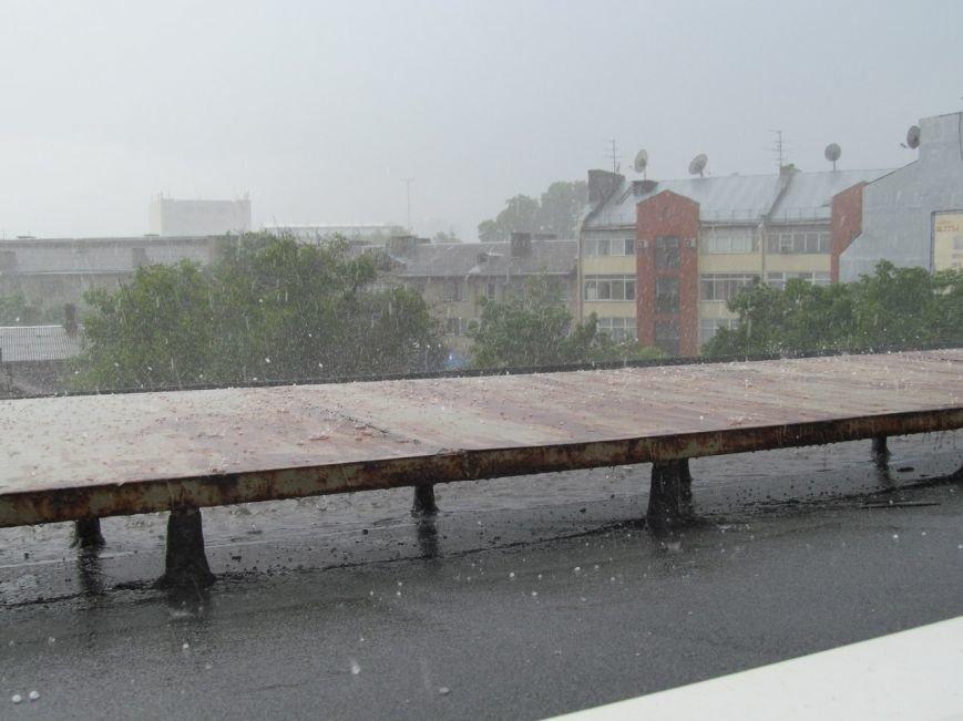 На Симферополь обрушилась непогода: город заливает дождем и засыпает крупным градом (+ФОТО, ВИДЕО), фото-7