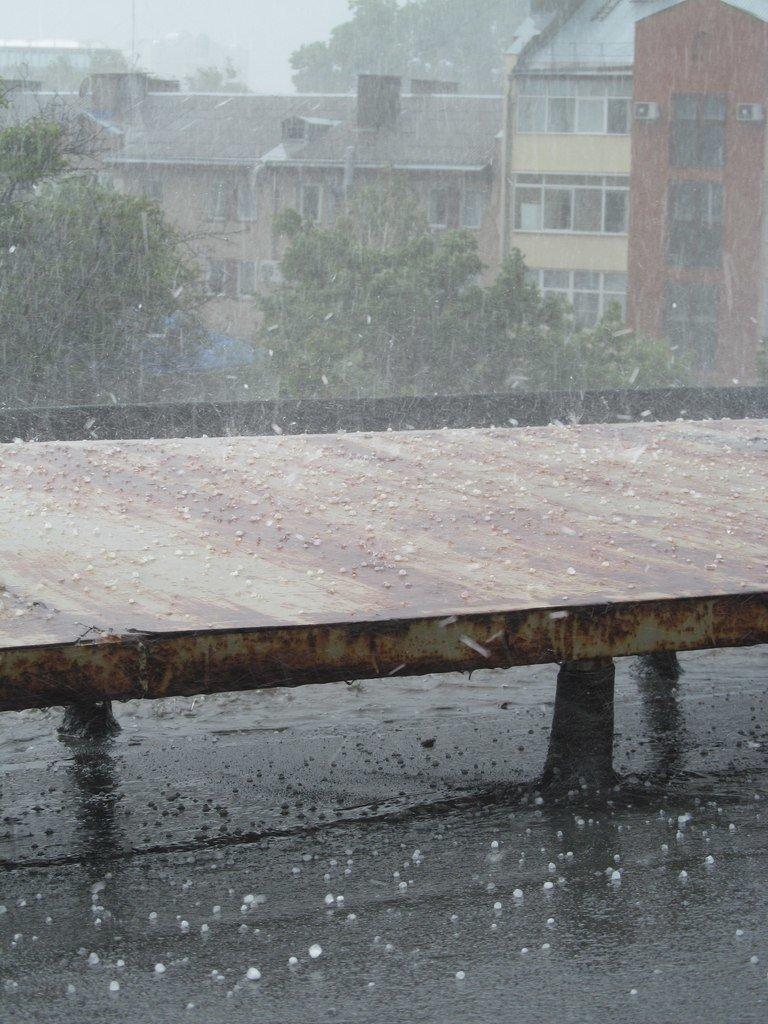 На Симферополь обрушилась непогода: город заливает дождем и засыпает крупным градом (+ФОТО, ВИДЕО), фото-8