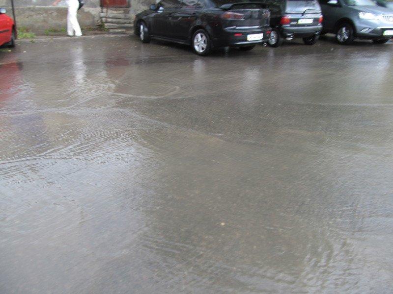 На Симферополь обрушилась непогода: город заливает дождем и засыпает крупным градом (+ФОТО, ВИДЕО), фото-4